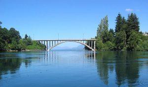 Puente-Antiguo-y-Memoria-herida-los-caídos-del-´73-villarrica-chile-300x176